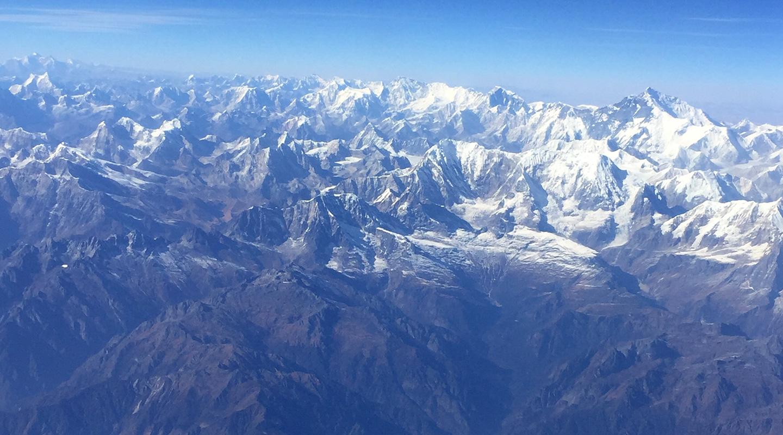 飛行機からヒマラヤの眺め