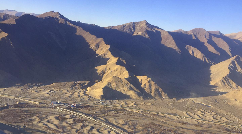 飛行機からラサの眺め