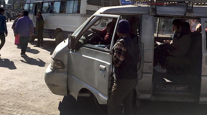 ネパール バス