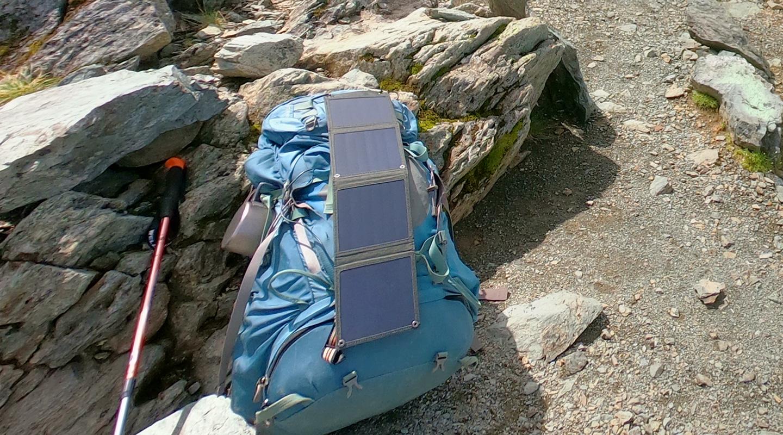 登山 ソーラーパネル suaoki