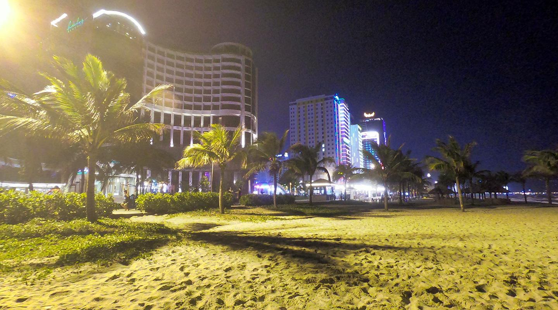 ベトナム ダナン ミーケビーチ ライトアップ